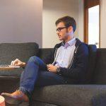tips sukses merintis bisnis bagi pemula - menunda pekerjaan