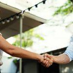 membangun hubungan baik dengan relasi bisnis