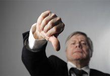 contoh sikap negatif pemimpin di tempat kerja